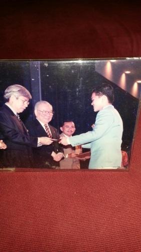 Memenangi Anugerah Bestari Muda Public Bank tahun 1997. Kiasu tak kiasu, sejak tahun 1996 dah target nak dapatkan anugerah ini.